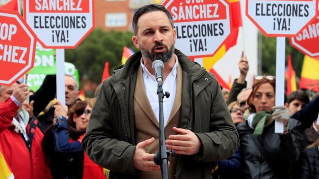 Abascal, presidente de Vox, durante su intervención en la concentración contra Sánchez en la Plaza de Colón.