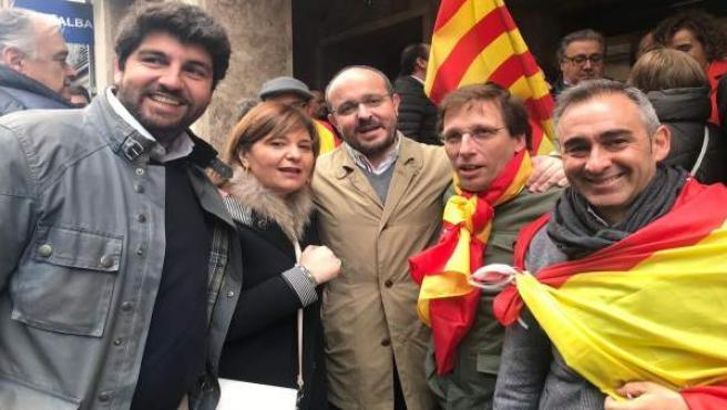 Bonig, López Miras, Almeida, Fernández y Barrachina en la manifestación de Madri