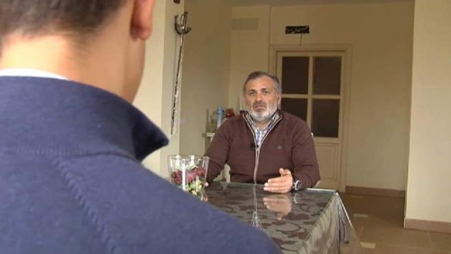 El expolicía local de Sevilla Casimiro Villegas, en una entrevista.
