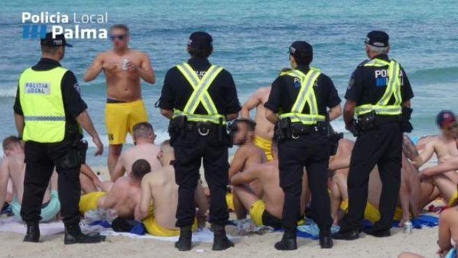 Operativo policial contra el 'botellón' en Playa de Palma