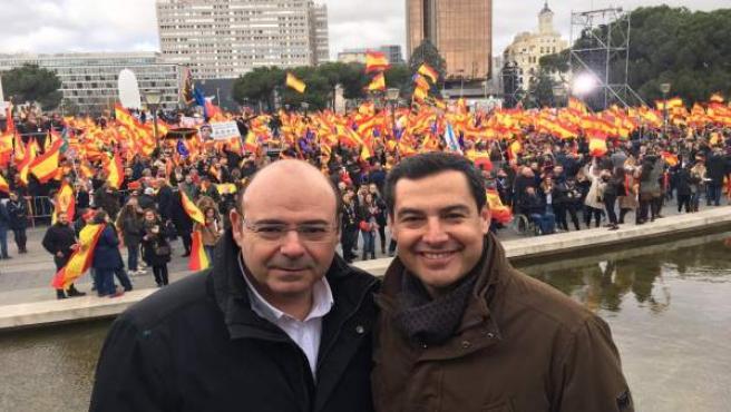 El presidente del PP de Granada, Sebastián Pérez, con el presidente de la Junta