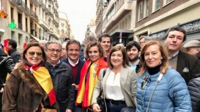 Buruaga y otros miembros del PP de Cantabria en la manifestación