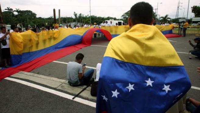 Imagen del puente Tienditas, uno de los que conecta a Venezuela con Colombia, en Cúcuta (Colombia), donde los médicos exigieron la entrada de ayuda humanitaria.