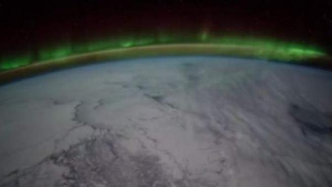 Fenómenos como las auroras boreales ocurren próximos a donde el satélite ruso a localizado nuevas explosiones de luz.