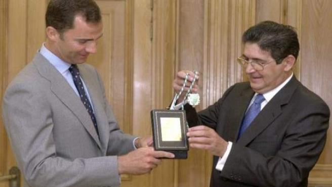 Jose Joaquín Gallardo Imponiendo En Su Día La Medalla De Oro De La Abogacía Anda