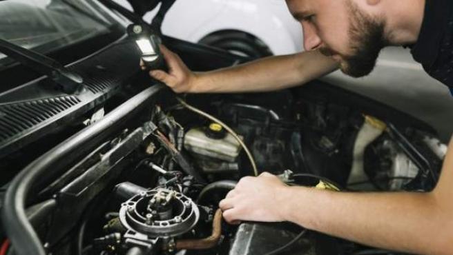 La potencia del motor puede ofrecerse en kilovatios (kW), caballos de vapor (CV) o caballos de fuerza (HP).