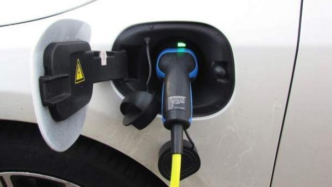 Los coches híbridos se caracterizan por tener una doble motorización.