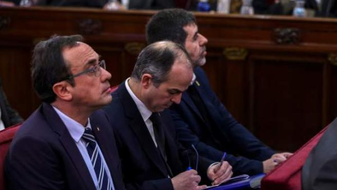Josep Rull, Jordi Turull y Jordi Sànchez, durante la primera jornada del juicio del 'procés'.