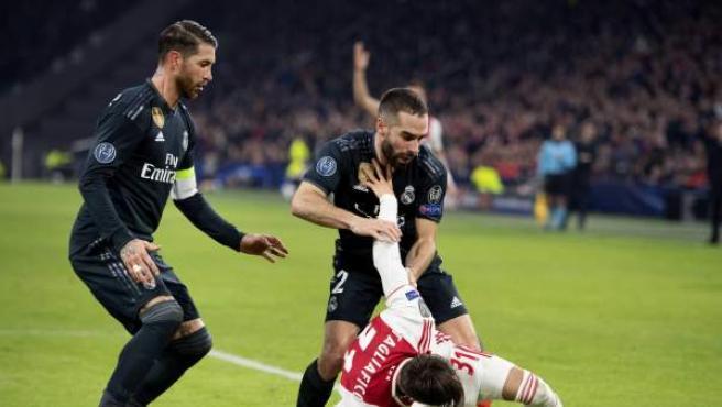 Sergio Ramos y Dani Carvajal, durante el partido entre Ajax de Amsterdam y Real Madrid.