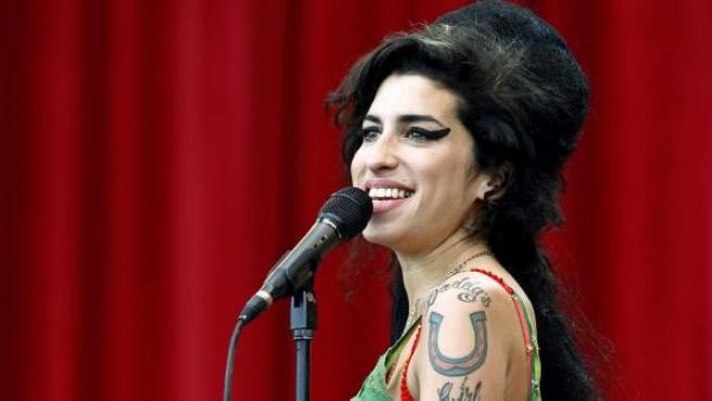 Amy Winehouse, durante una actuación el Festival de Glastonbury de 2007.