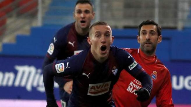 De Blasis (Eibar) celebra su gol frente al Espanyol.