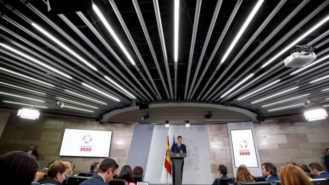 El presidente del Gobierno, Pedro Sánchez, durante su comparecencia, en el Palacio de la Moncloa, en la que ha anunciado la convocatoria de elecciones generales para el próximo 28 de abril.