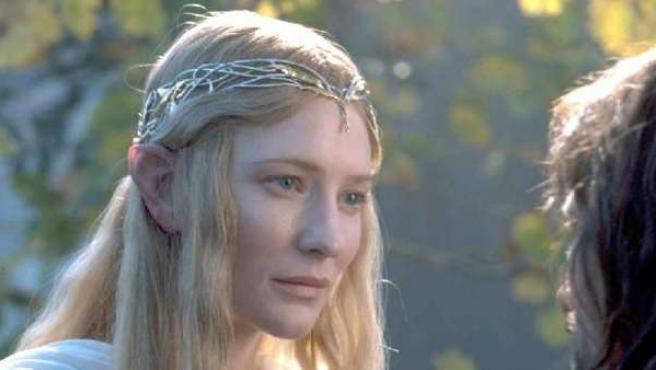 Cate Blanchett interpretando a Galadriel en El Señor de los Anillos.