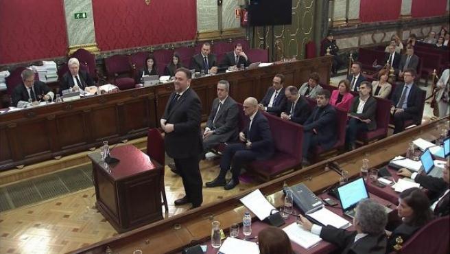 El exvicepresidente de la Generalitat y principal acusado, Oriol Junqueras, antes de comenzar su declaración durante la tercera jornada del juicio del procés.