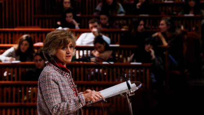 La Ministra de Sanidad durante su conferencia en el campus de San Sebastián de la Universidad de Deusto.