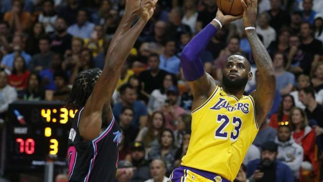 La estrella de la NBA, actualmente jugador de los Lakers, también gana mucho dinero cada 60 minutos, aunque queda muy lejos de los empresarios. Son 9.760 dólares.