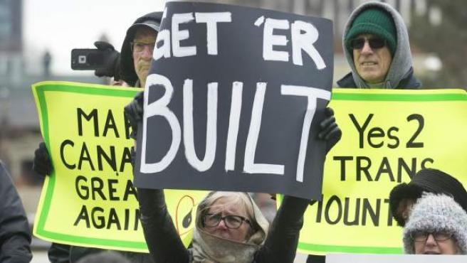 Una protesta para exigir la expansión del polémico oleoducto Trans Mountain, en Alberta, Canadá, en una imagen de archivo.