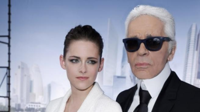Karl Lagerfeld y Kristen Stewart en la Semana de la Moda de París.