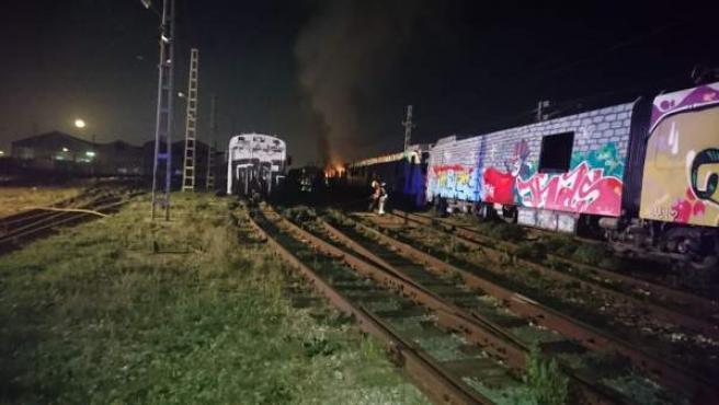 Un incendio afecta a un vagón abandonado en las instalaciones de FGV en Torrent