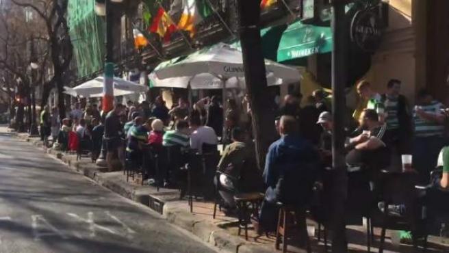 La afición esocesa se hace notar en las calles de Valencia.