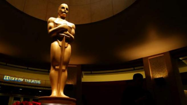Estatua de un Oscar en el teatro Dolby de Hollywood.