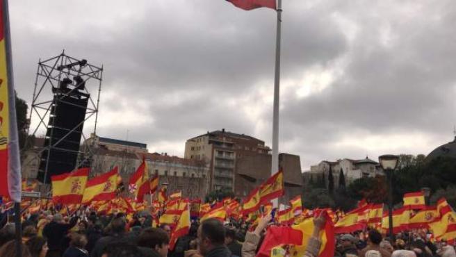 Banderas de España en la plaza de Colón.