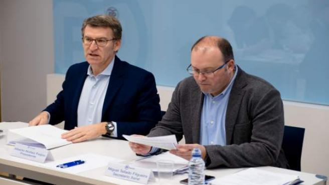 El presidente del PPdeG, Alberto Núñez Feijóo, y el secretario general, Miguel T