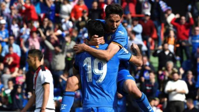 Jorge Molina y Damián Suárez celebran el 2-1 ante el Rayo Vallecano, marcado por el primero.