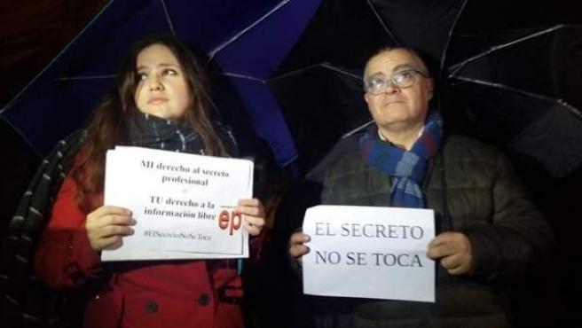 Blanca Pou y Kiko Mestre en la concentración por la libertad de prensa y de info