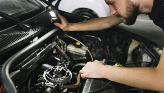 Ante la duda, si el vehículo emite algún ruido raro, lo mejor es acudir a nuestro mecánico de confianza.