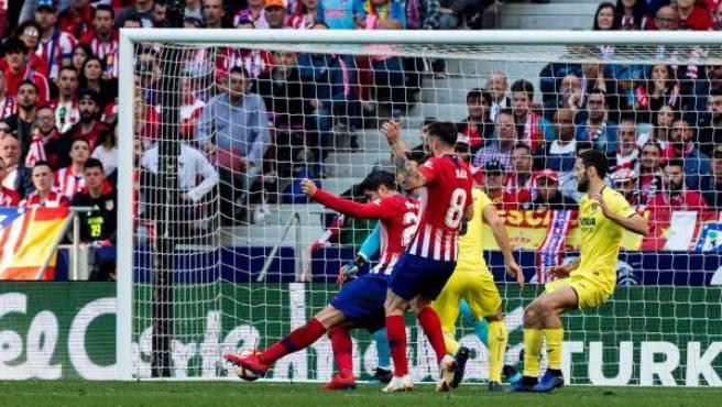 Momento en el que Álvaro Morata marca su primer gol con el Atlético de Madrid.