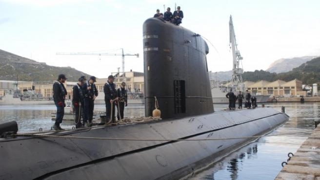Salida del submarino 'Tramontana' de su base de Cartagena (Murcia) para participar en la misión internacional en Libia. Es uno de los medios navales que España ha puesto a disposición de la OTAN para la intervención en Libia.