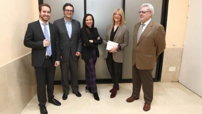 De izda. a dcha., Javier Ortega, Diego Vigil, BeatrizCorredor, Encarna Samitier y Francisco López.