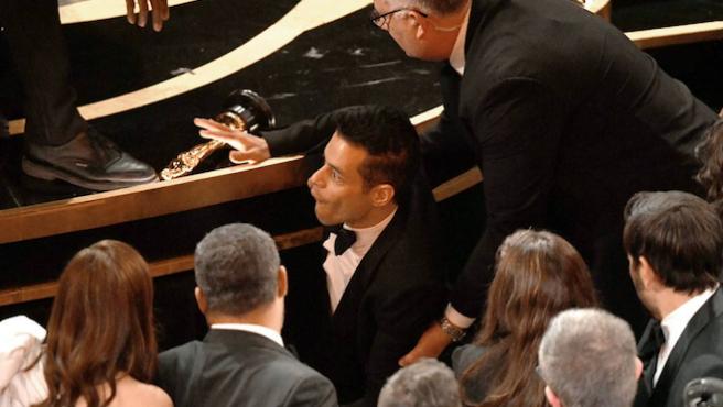 Rami Malek, atendido por los servicios de emergencia tras caerse en los Oscar 2019