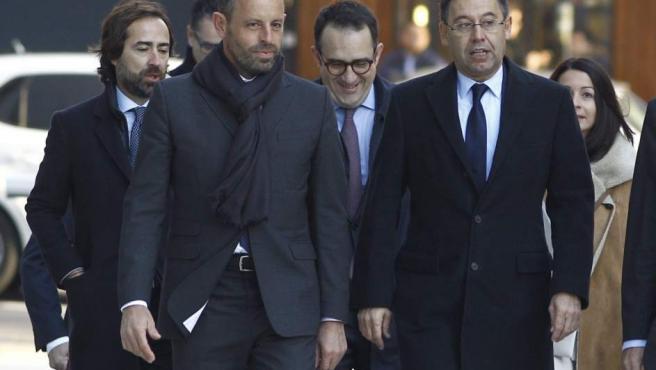 Imagen de archivo de Josep Maria Bartomeu, actual presidente del Barcelona, y Sandro Rosell llegando a la Audiencia Nacional.