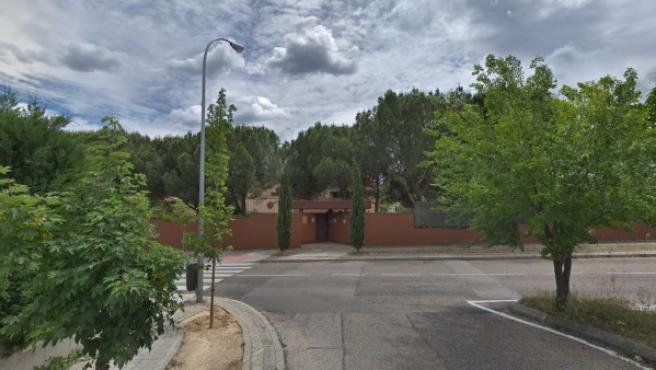 Vista frontal del recinto de la Embajada de Corea del Norte en Madrid, situada en el distrito de Moncloa-Aravaca.