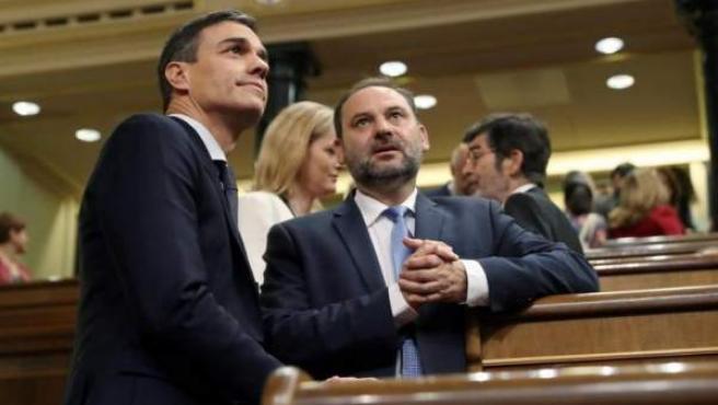 El secretario general del PSOE Pedro Sánchez y el secretario general de organización José Luis Ábalos.