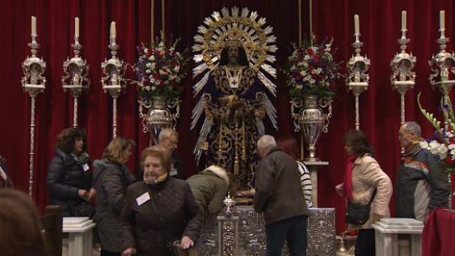 Miles de personas visitan al Cristo de Medinaceli