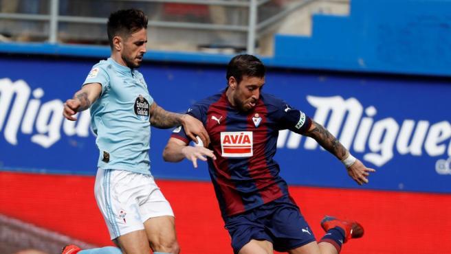Sergi Enrich y David Costas en el Eibar - Celta de la pasada temporada.