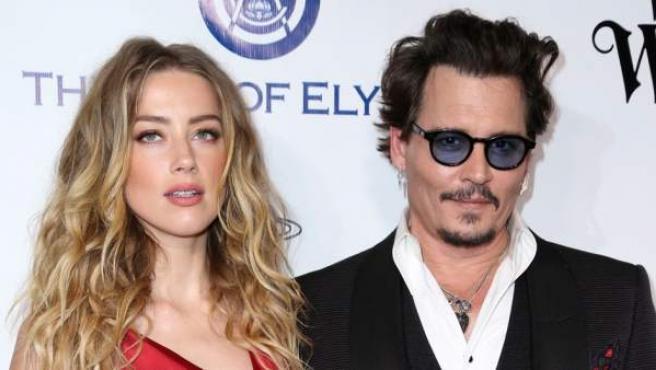 Amber Heard junto a su expareja Johnny Depp, en enero de 2016.