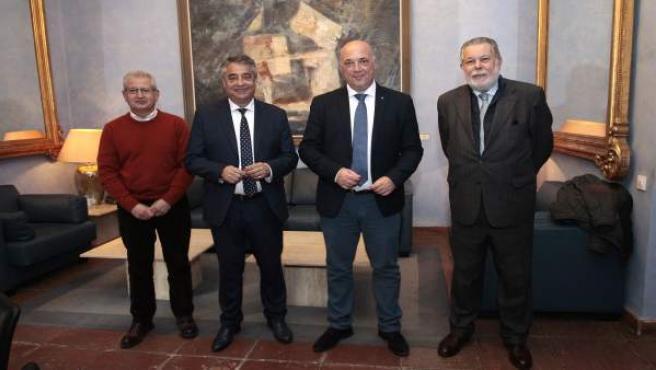 Ruiz (segundo por la dcha.), tras los acuerdos con los ayuntamientos de Alcarace