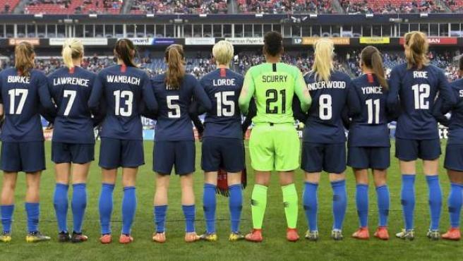 Las futblistas de la selección de EE.UU rinden homenaje a grandes mujeres de la historia