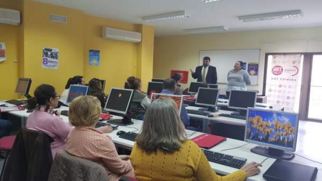 Amo y Palomares (al fondo) presentan 'Innova-T' e 'Innovautónomos'