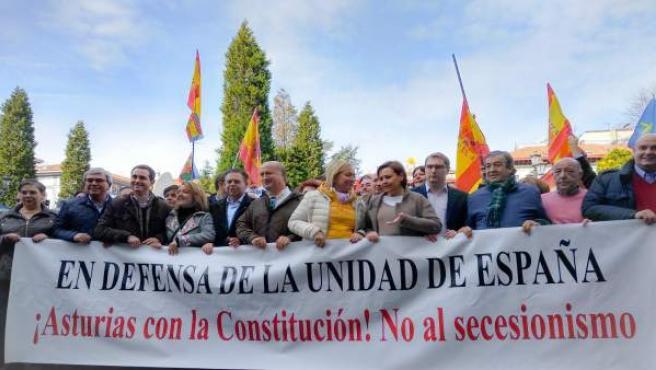 Dirigentes del PP y Foro encabezan la manifestación por la unidad de España en O