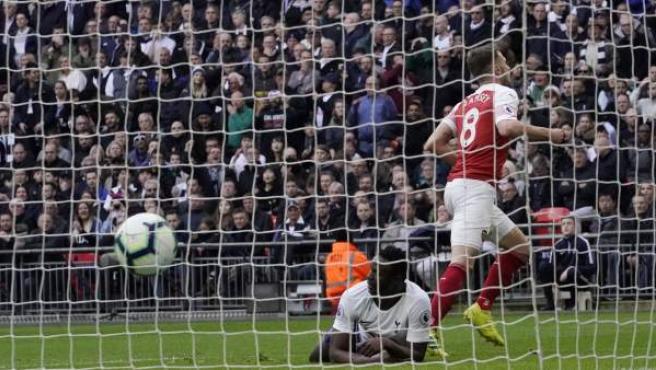 El centrocampista volvió a ver puerta en el estadio de Wembley.