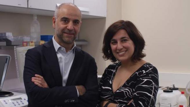 Javier Martínez-Picado y María Salgado, doctores del Instituto de Investigación del Sida IrsiCaixa y coautores del estudio que ha logrado el segundo caso en el mundo de remisión de VIH.