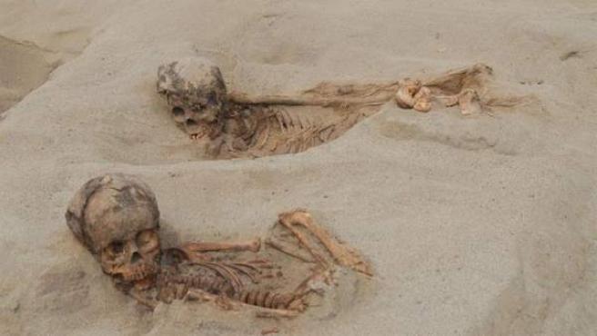 Dos niños momificados, encontrados junto a casi 140 esqueletos humanos y más de 200 de llamas o alpacas en el yacimiento de Huanchaquito-Las Llamas (Perú), restos de un probable sacrificio en el s. XV.