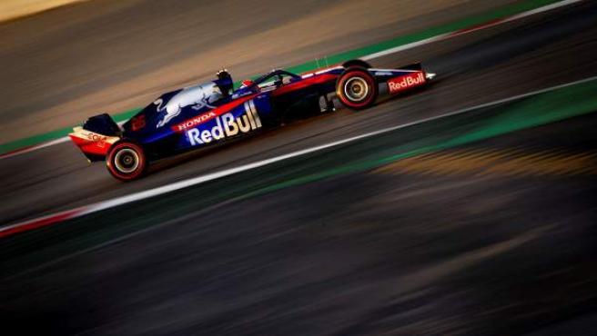 Daniil Kvyat, al volante del Toro Rosso STR14 en los test de pretemporada de Montmeló.