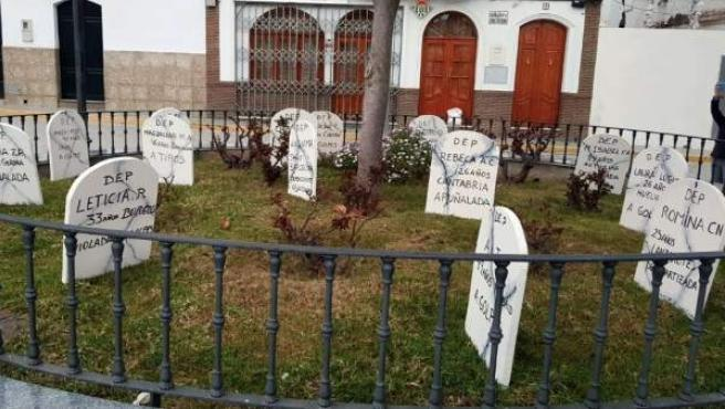 Lápidas colocadas en El Saucejo (Sevilla) como homenaje a las mujeres asesinadas en el último año en España.