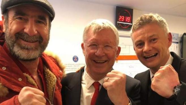 Las leyendas del United Eric Cantona, Sir Alex Ferguson y Ole Gunnar Solskjaer celebran el pase a cuartos de final de la Champions.